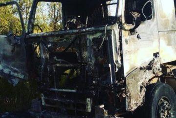 Тягач гружёный шлаком загорелся на подъезде к Череповцу