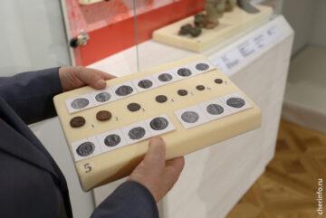 Клад римских монет, найденный на Шексне, представят на выставке череповецкого Музея археологии