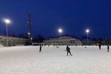 Новые уличные прожекторы установили на череповецком стадионе «Металлург»