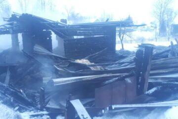 У череповчанина из-за мести среди бела дня сожгли просторный жилой дом
