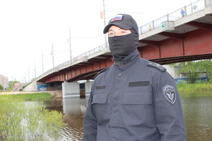 Сотрудника ОМОН Вологды наградили за спасение утопающего