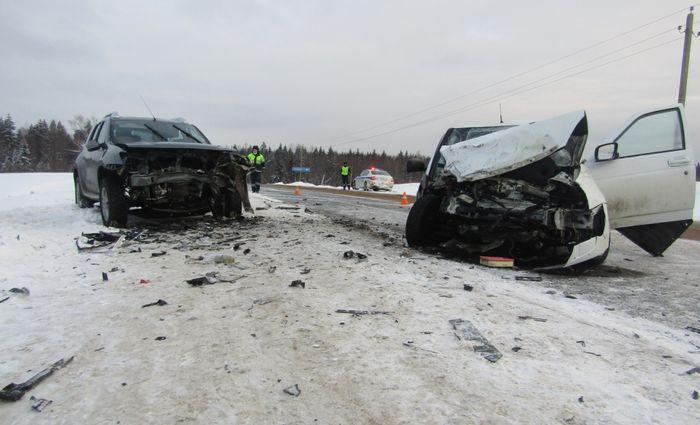 Двое детей погибли при лобовом столкновении иномарок в Вологодской области