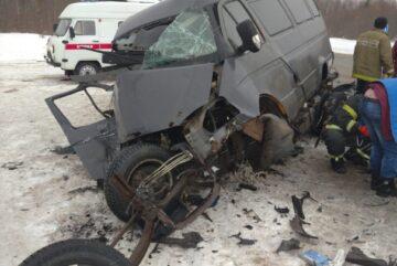 Пассажирка «ГАЗели» погибла при лобовом столкновении с внедорожником в Сямженском районе