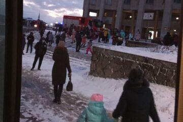 Около 500 череповчан эвакуировали из Дворца металлургов из-за угрозы взрыва