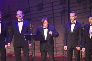 Артисты Вологодской филармонии приготовили для дам праздничный концерт