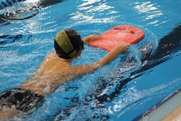В бассейне «Витязь» детей бесплатно научат плавать