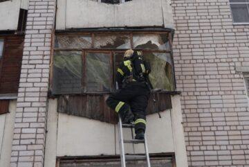 Окна вылетели в одном из домов Вологды в результате «хлопка»