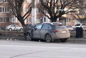 В Вологде водитель погиб, врезавшись в опору линии электропередач