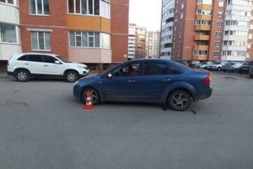 Восьмилетний школьник на велосипеде попал под колеса иномарки в Вологде