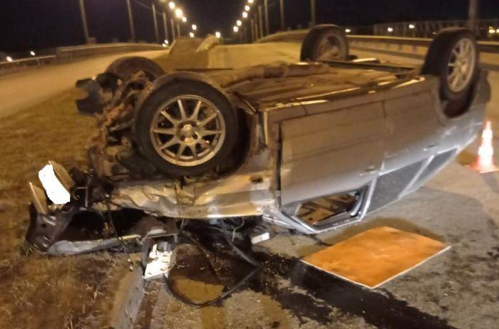 Два человека пострадали в перевернувшемся на крышу ВАЗе на Белозерском шоссе в Вологде