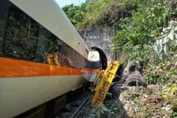 Крупнейшая железнодорожная катастрофа на Тайване унесла жизни 54 человек