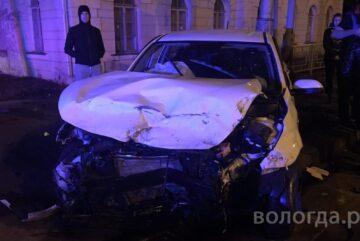 Вологжанку госпитализировали после аварии в Вологде
