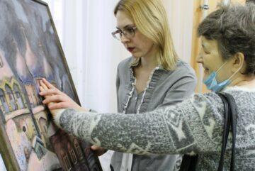 В Вологде открылась художественная выставка, где все работы мастера можно потрогать руками