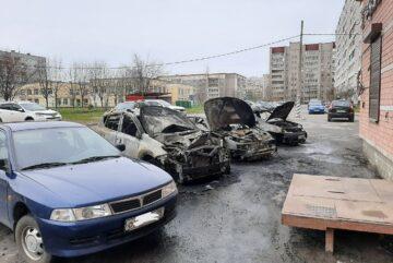 Три машины загорелись ночью в Череповце