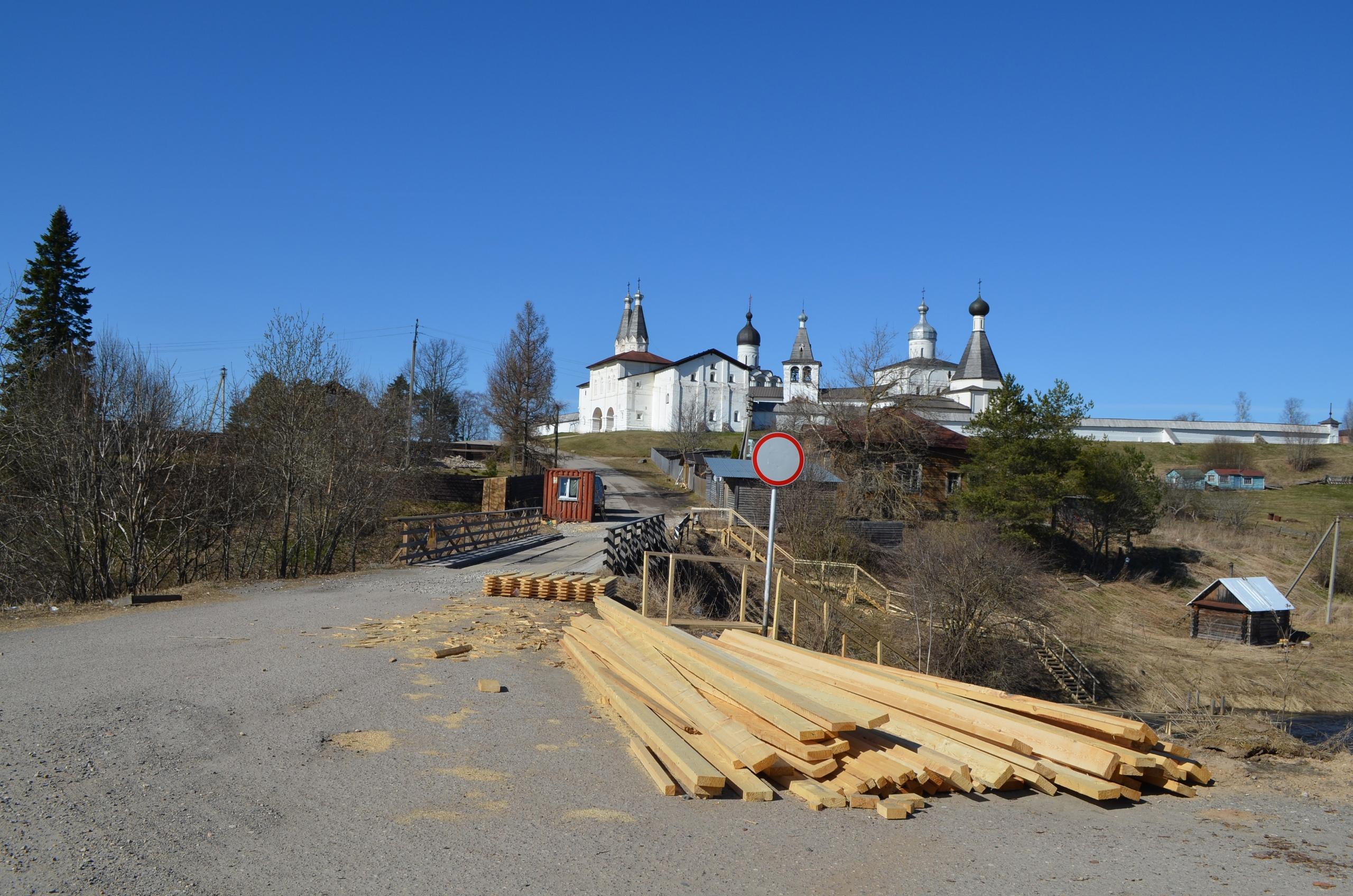 В Ферапонтово началось благоустройство главной площади старинного села