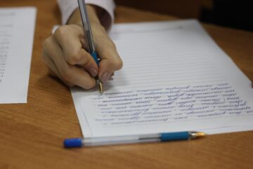 11 выпускников пишут итоговое сочинение и изложение в Вологодской области