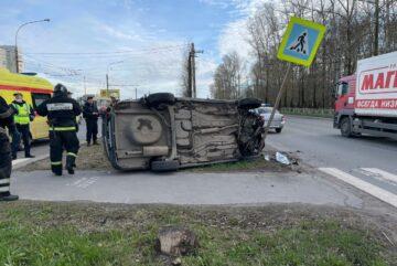 Автомобиль Датсун перевернулся во время погони в Вологде