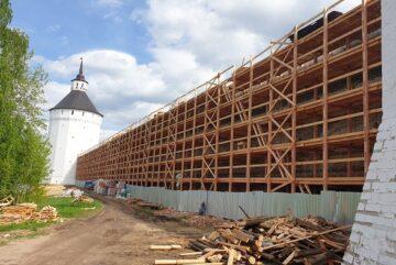 На стенах Кирилловского монастыря продолжаются самые масштабные в истории реставрационные работы