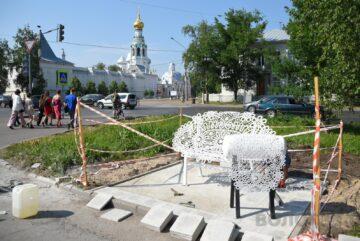 Арт-скамейку «Вологодское кружево» устанавливают в Вологде