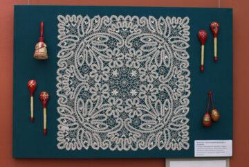 В музее открылась тактильная выставка мастеров студии «Вологодские росписи»