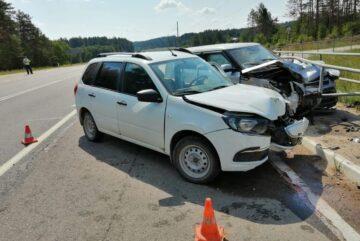 Четырех человек доставили в больницу после аварии на вологодской трассе