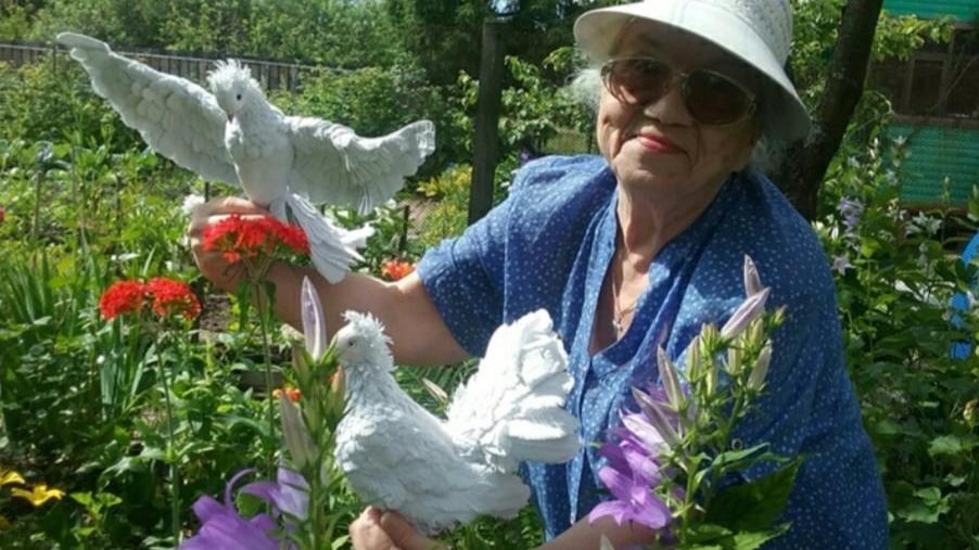 Выставка птиц и бабочек из фоамирана открылась в центре «Забота» в Вологде